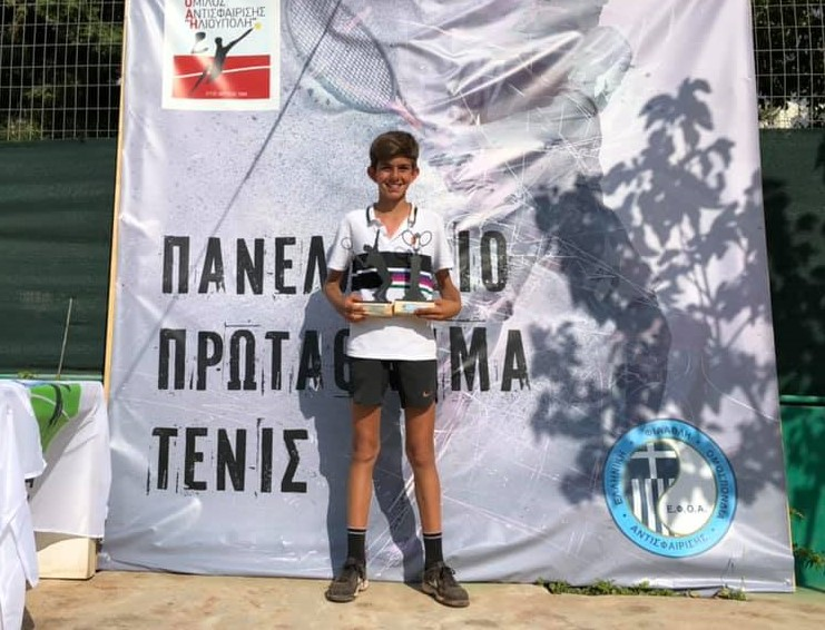 43af2684969 Στον τελικό της κατηγορίας Αγόρια κάτω των 14 ετών ο Χρήστος Σπύρου του  Ο.Α. Γλυφάδας νίκησε τον Ευγένιο Βασιλάκη του Α.Ο.Α. Φιλοθέης.